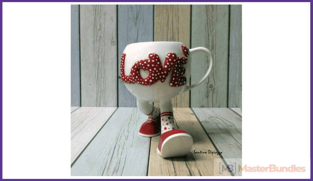 An unusual cup with legs. This is an original gift for Valentine's Day.