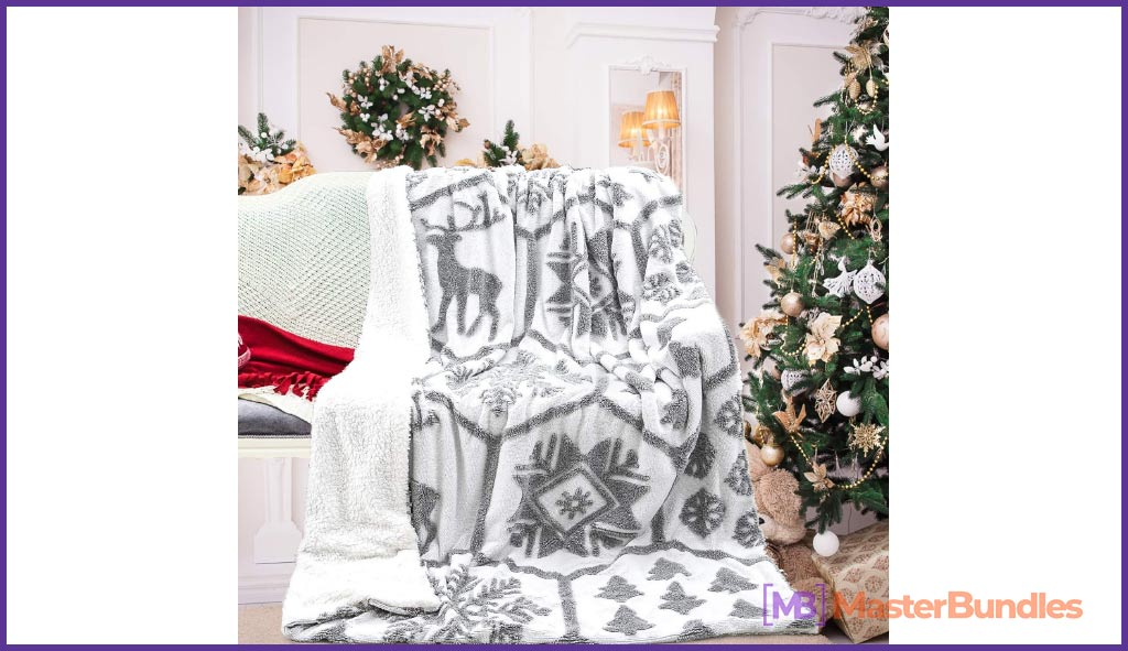 Noahas Sherpa Plush Blanket With Christmas Pattern.
