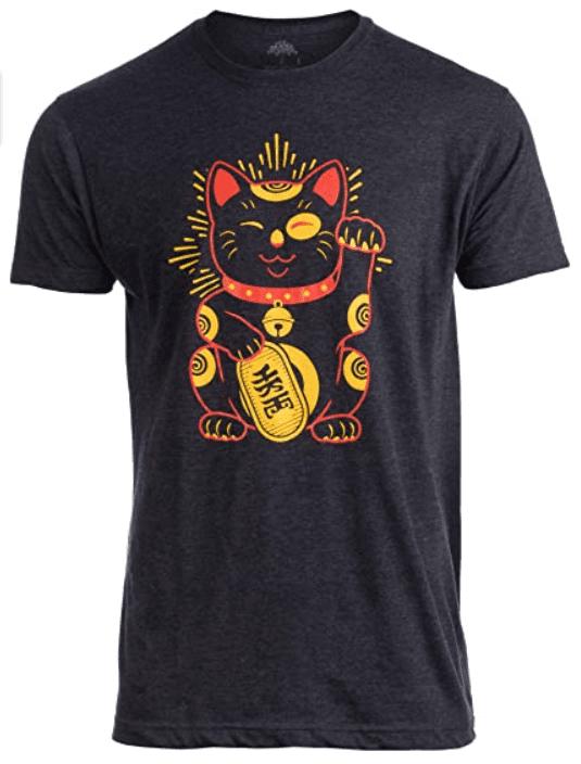 Maneki-Neko Lucky Cat | Cool Japanese Good Luck Charm Japan T-Shirt Men.