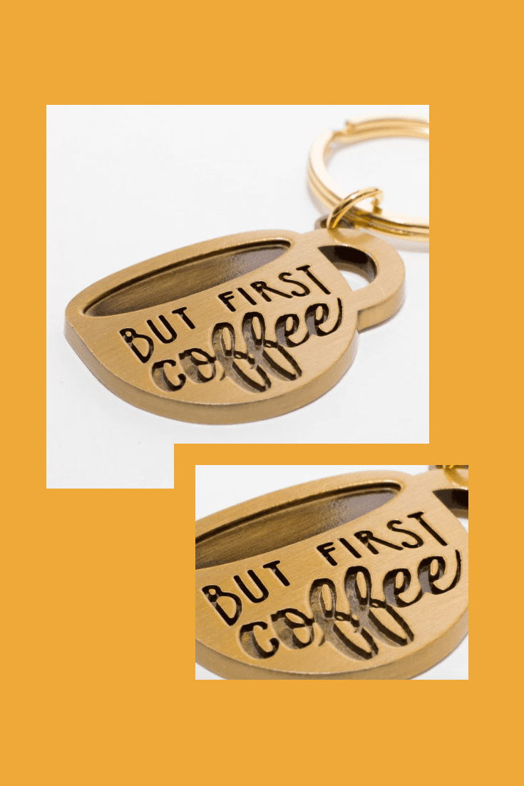 Keychain in gold with the words