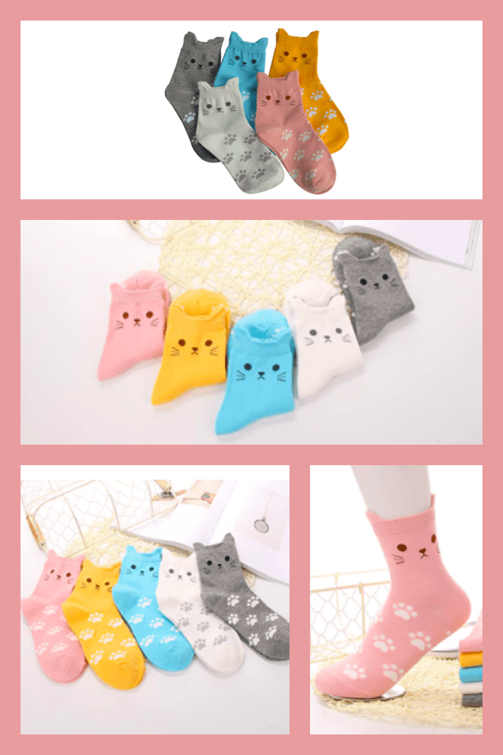 Nice socks in pastel colors. Their peculiarity is that the upper part copy the cat's face.