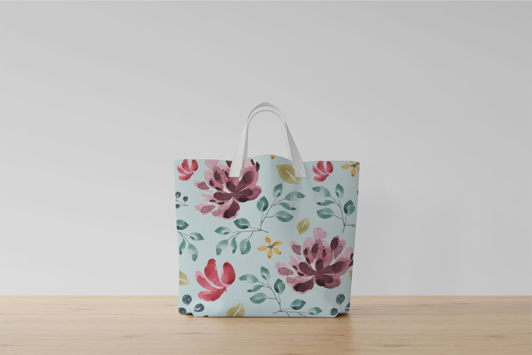 Summer bag with a fresh print. A heavenly base and a floral print will brighten your look.