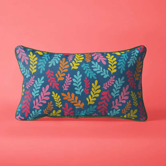 5 Free Floral Patterns from WowPatterns - Floral leaf pillow